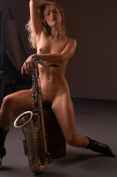 Erotic Beauty Sax Viculiya