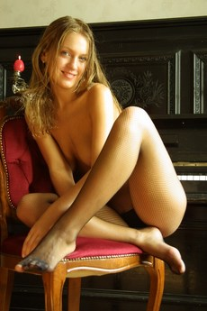 Erotic Beauty Piano Valentina