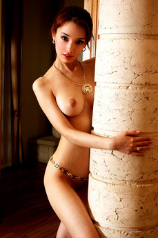 Erotic Beauty Obelisk Aina