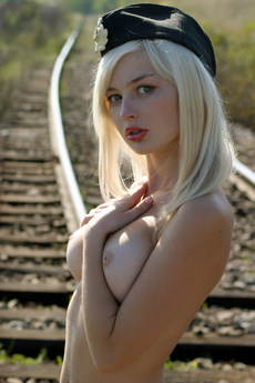 Erotic Beauty Rails Lilu C